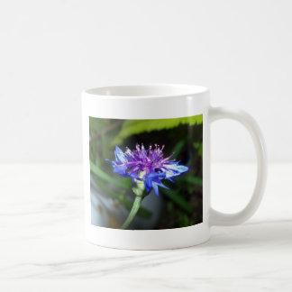 Flor azul y violeta minúsculo tazas