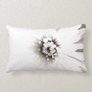 Flor blanca cojín