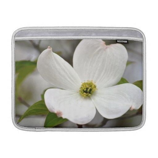 Flor blanca del Dogwood Fundas Para Macbook Air