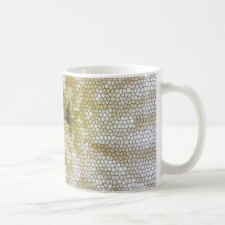 Flor blanca del mosaico taza de café