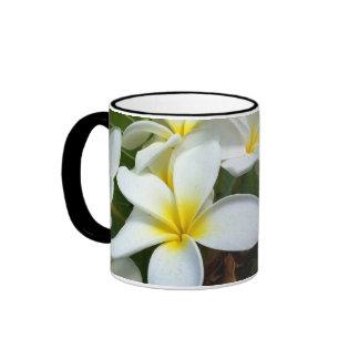 Flor blanca del Plumeria de Hawaii Taza De Dos Colores