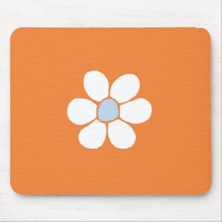 flor blanca en el cojín de ratón anaranjado tapetes de ratones