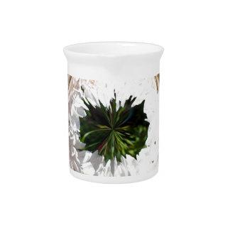 Flor blanca en el globo jarron