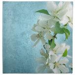 Flor blanca en servilletas del safari del cielo