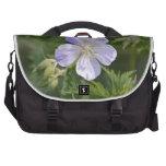 Flor blanca y púrpura bolsa para ordenador