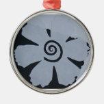 flor blanco y negro con el ornamento del remolino adorno para reyes