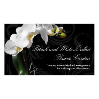 Flor blanco y negro dramática de la orquídea con tarjetas de visita
