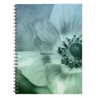 Flor bonita de la anémona libretas espirales