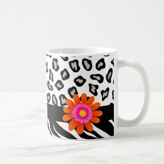 Flor cebra y de la piel y del naranja negros y taza clásica