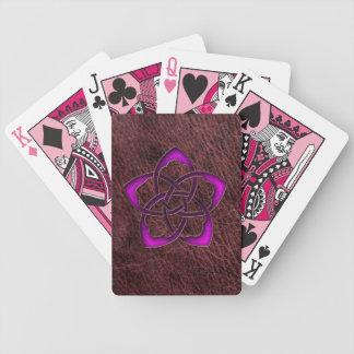 Flor céltica púrpura del resplandor místico en el baraja de cartas