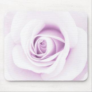 Flor color de rosa púrpura pálida suave hermosa fl alfombrilla de raton