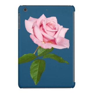 Flor color de rosa rosada con los descensos de roc funda de iPad mini
