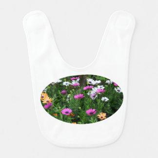 flor coloreada multi del campo de las margaritas d babero de bebé