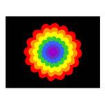 Flor colorida brillante en colores del arco iris postal