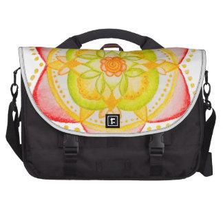 Flor colorida de la mandala pintada a mano bolsas para portátil