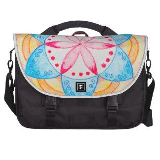 Flor colorida de la mandala pintada a mano bolsas de portatil