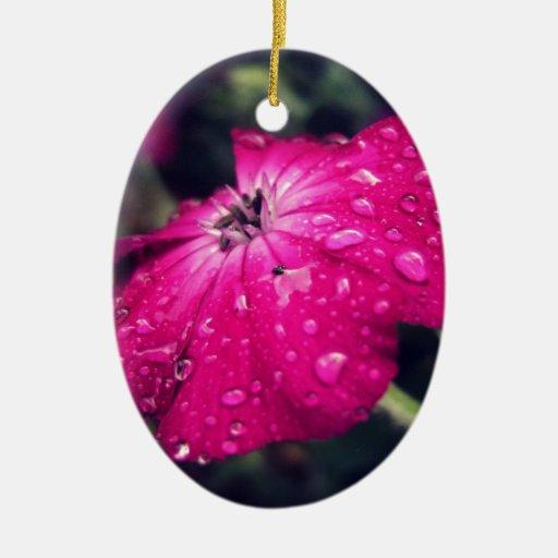 Flor con las gotas de agua adorno ovalado de cerámica