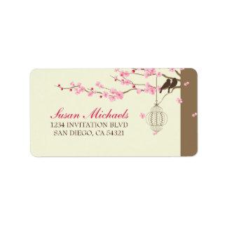 Flor de cerezo de la jaula del vintage de los pája etiquetas de dirección