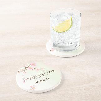 Flor de cerezo de la primavera del rosa en colores posavaso para bebida