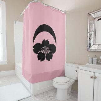 Flor de cerezo debajo de la luna creciente cortina de baño