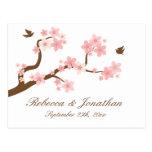 Flor de cerezo en la postal blanca de RSVP