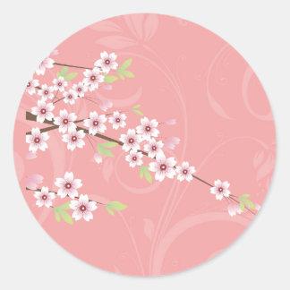Flor de cerezo rosada suave pegatina redonda