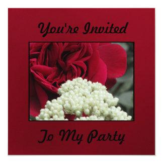 Flor de color rojo oscuro invitación 13,3 cm x 13,3cm