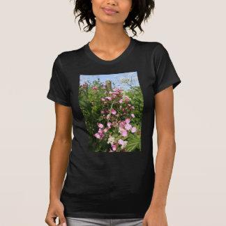 Flor de la coronaria roja camisetas