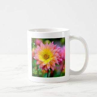 Flor de la dalia taza