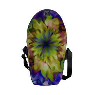 Flor de la fantasía por la bolsa de mensajero de bolsas de mensajeria