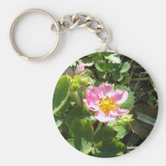 Flor de la fresa salvaje llavero redondo tipo pin