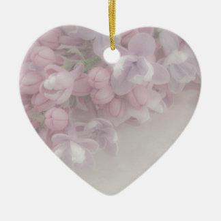 Flor de la lila adorno navideño de cerámica en forma de corazón