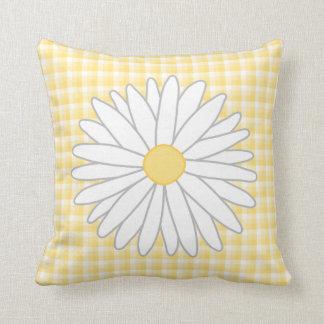 Flor de la margarita en amarillo y blanco cojín decorativo