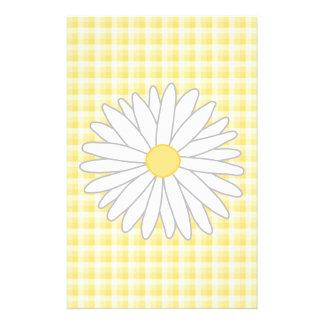 Flor de la margarita en amarillo y blanco flyer a todo color