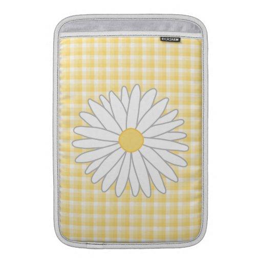 Flor de la margarita en amarillo y blanco fundas macbook air