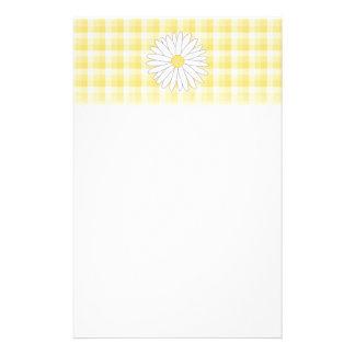Flor de la margarita en amarillo y blanco papeleria