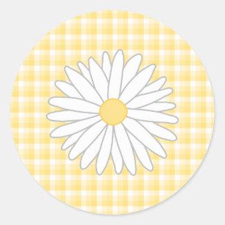 Flor de la margarita en amarillo y blanco etiquetas redondas