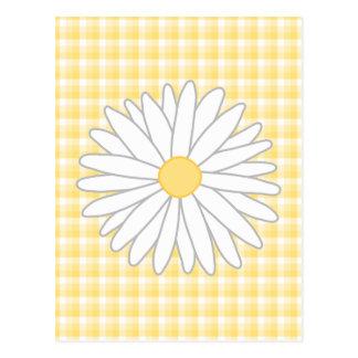 Flor de la margarita en amarillo y blanco postal