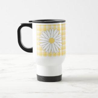 Flor de la margarita en amarillo y blanco taza de viaje
