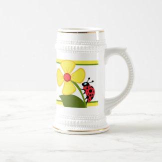 Flor de la mariquita jarra de cerveza