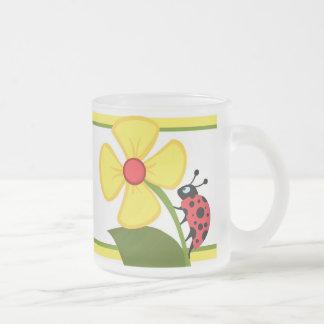 Flor de la mariquita taza de cristal