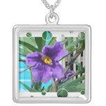 Flor de la púrpura del collar