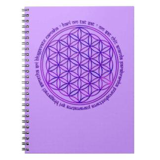 Flor de la vida - mantra de Moola - violeta Spiral Notebooks