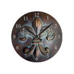 Flor de lis de la apariencia vintage relojes