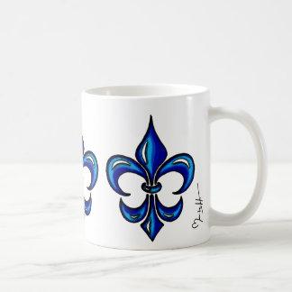 Flor de lis en azul taza básica blanca
