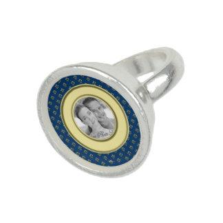Flor de lis metálica (oro) anillo con foto