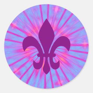 Flor de lis púrpura pegatina redonda