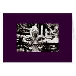 Flor de lis [tarjeta de felicitación] en púrpura
