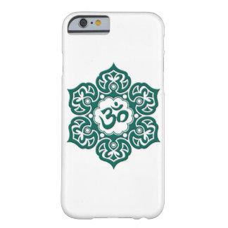 Flor de Lotus azul del trullo OM en blanco Funda Para iPhone 6 Barely There
