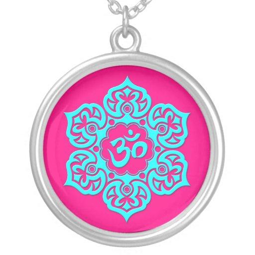 Flor de Lotus azul OM en rosa Colgante Redondo